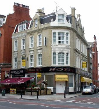 The bridge hotel hostels cheap places to stay for Boutique hotels london trivago